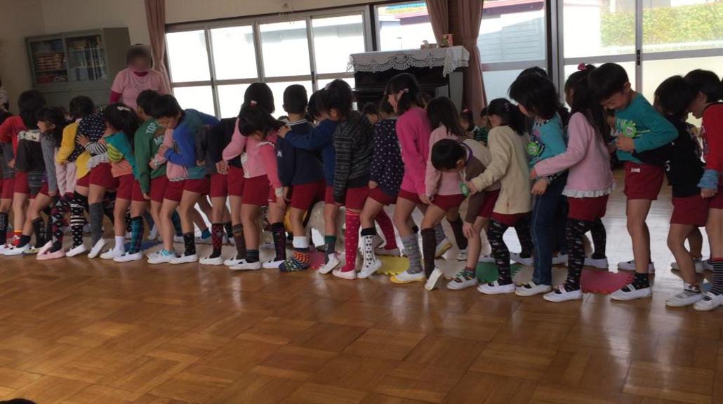 (塩屋幼稚園での活動の様子)